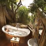 Napfényben úszó fürdőszobák - luxus kényeztetés!