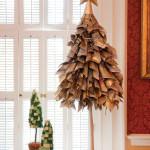 Újságpapír karácsonyi dekoráció és fa