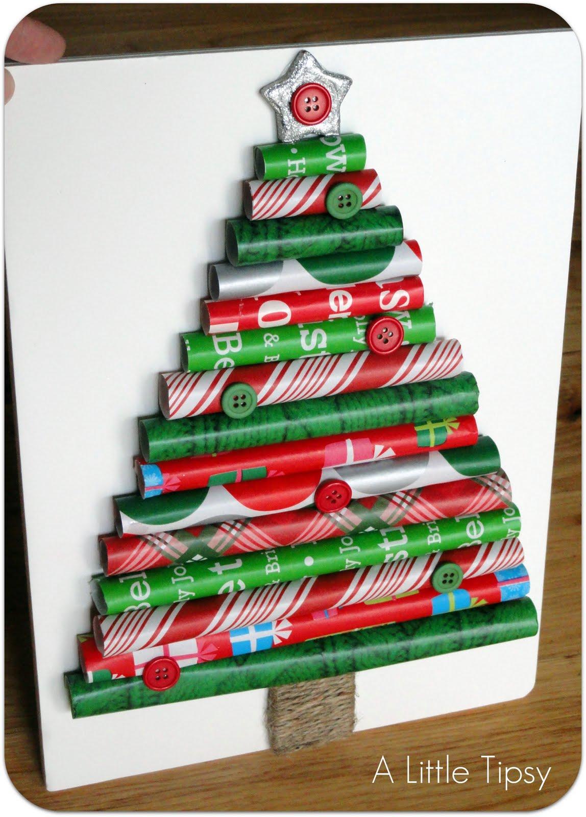 Csomagoló papír és karácsonyi dekoráció