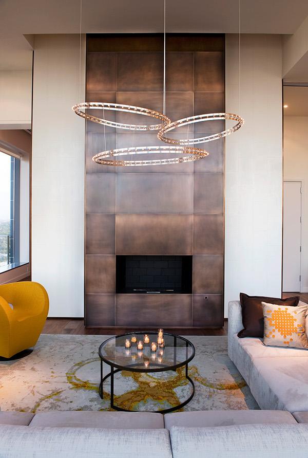 penthouse lakás nappali és kandalló
