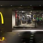modern étterem - McDonald's bejárat