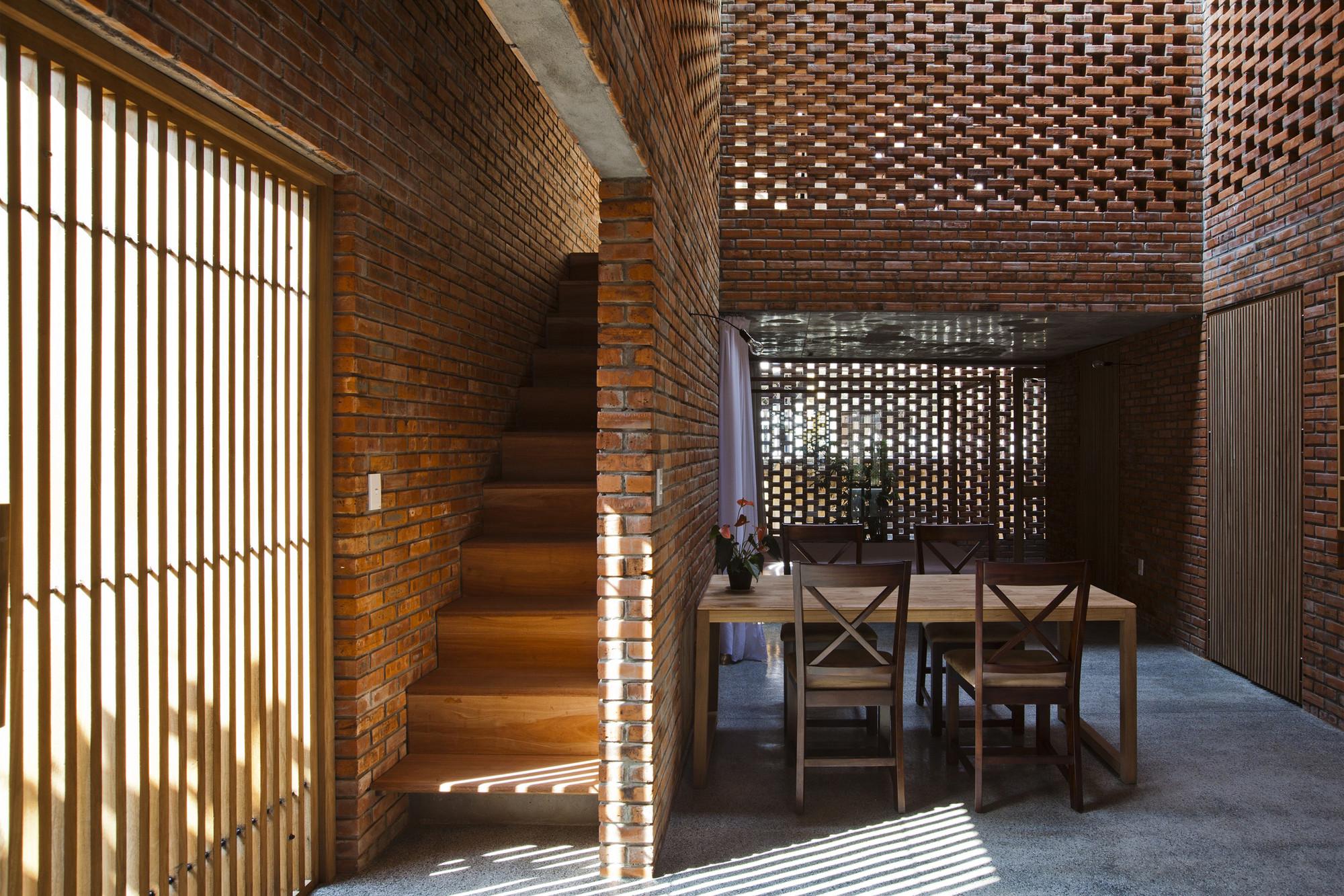 tégla ház étkező és lépcsőház
