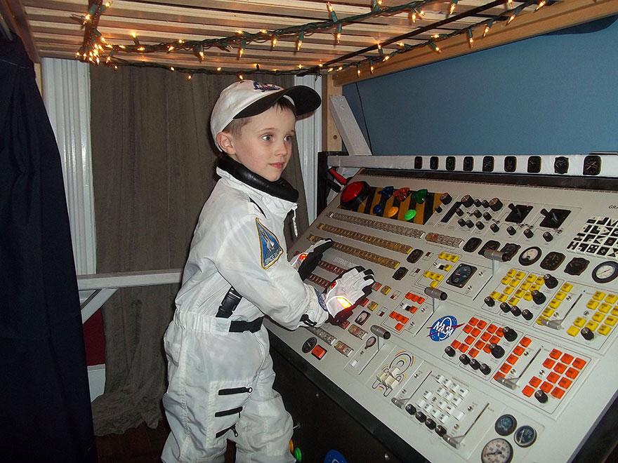 gyerekszoba bútor gyerekszoba falfestés és egyéb dekoráció, lakberendezési ötlet - űrhajó gyerekágy