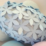 húsvéti tojás, tojásfestés - papír virágokkal dekorálva