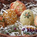 húsvéti tojás, tojásfestés - ragasztott magok és magvakkal dekorálva