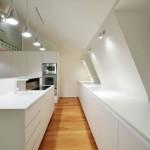 fehér modern beépített konyhabútor és sziget