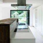 Fehér teljes magasságú konyhabútor
