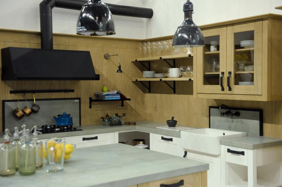 konyhakiállítás fehér-fa konyha