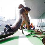 medve figura és csúszda mászóka és játszótér mászófal