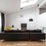 modern nappali és nappali bútor lakbernedezése tetőrében