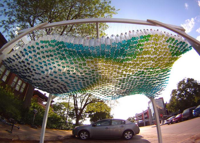 pet palack és pet kupak újrahasznosítás - fedett parkoló műanyag palackból