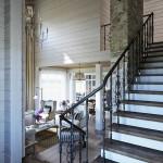 rusztikus provence stílusú lakás lépcső és nappali