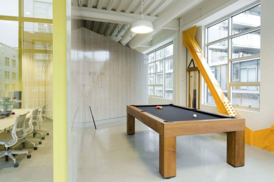 irodai biliárd asztal mint a játszótéren