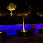 kertépítés különleges éjszakai világítással