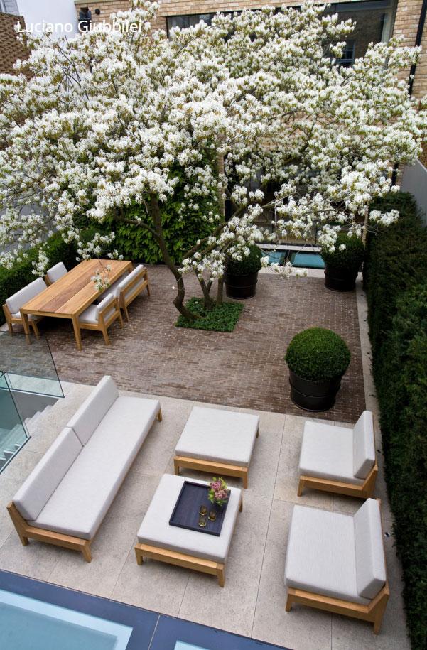 kertépítés-zárt-beépítés-és-modern-kert