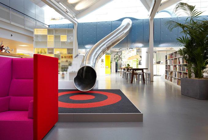 modern iroda és játszótér csocsó asztal