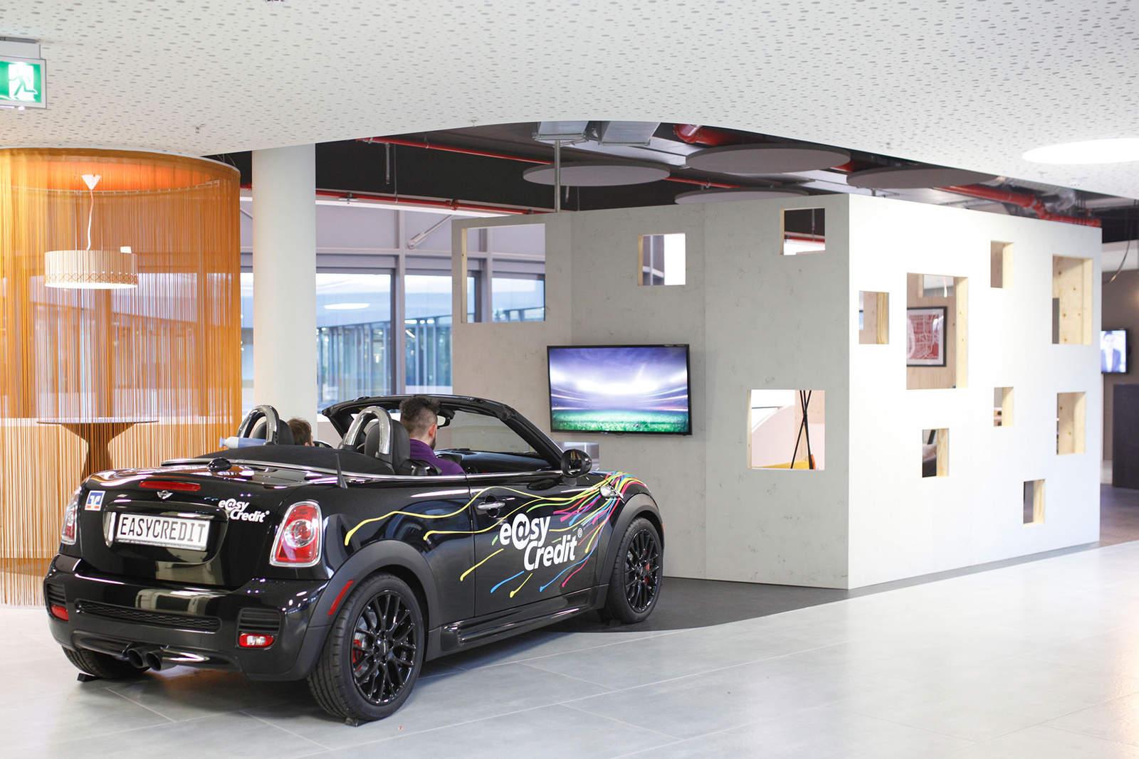 modern iroda játszótér az irodában autó