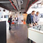 modern iroda játszótér az irodában csocsó és ping-pong