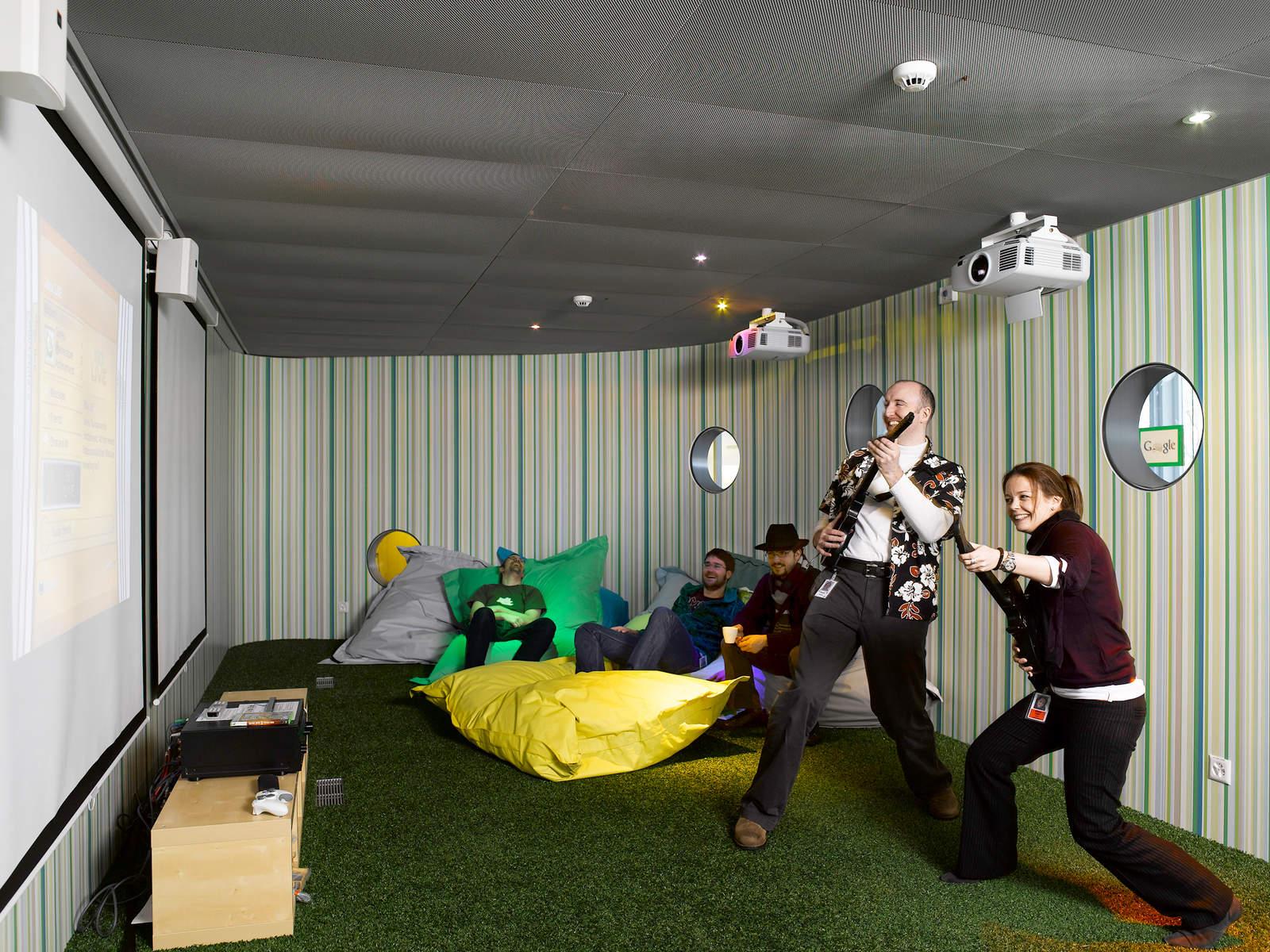 zene és játszó szoba