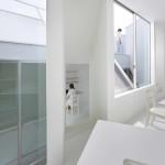 Japán fehér ház ferde falakkal