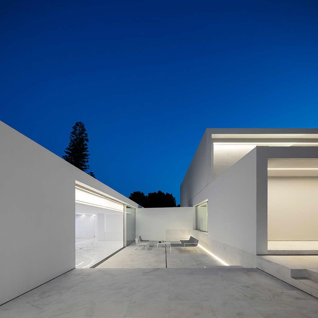 Minimalista fehér villa