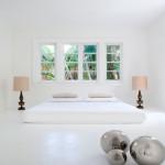 Modern és klasszikus fehérben hálószoba