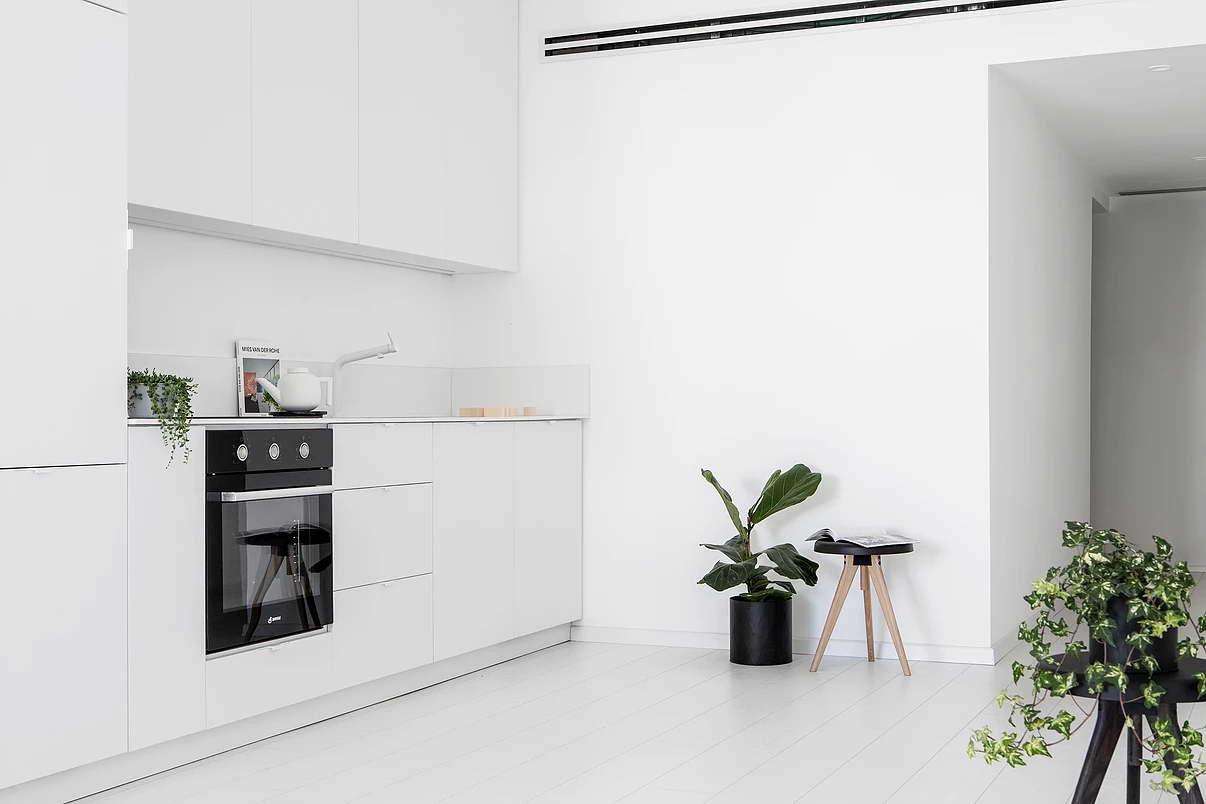 Modern fehér lakás konyha