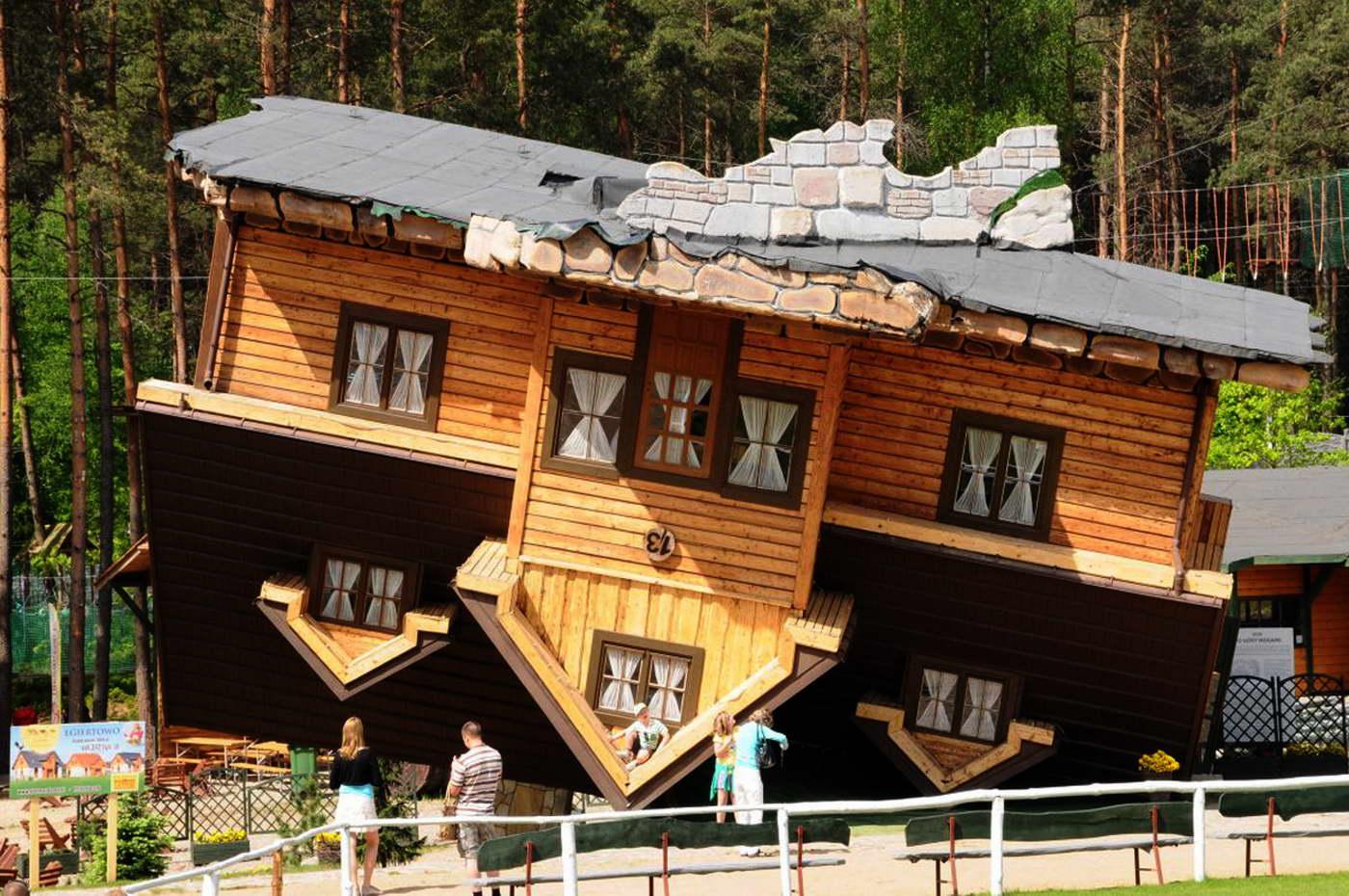 bizarr épület - ház a feje tetején