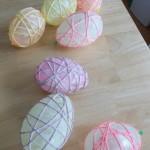 húsvéti dekoráció - fonal tojás készítése
