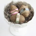 húsvéti ötletl tojásfestéshez - húsvéti tojás madzaggal díszítve