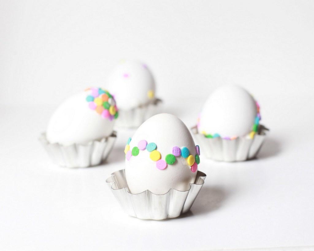 húsvéti ötletl tojásfestéshez - konfetti tojás