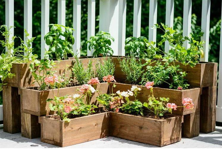 kertépítési ötlet - virágsziget - emelt ágyás - magasított virágágyás