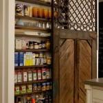 régi ajtó újrahasznosítás - fali szekrény tolóajtóval