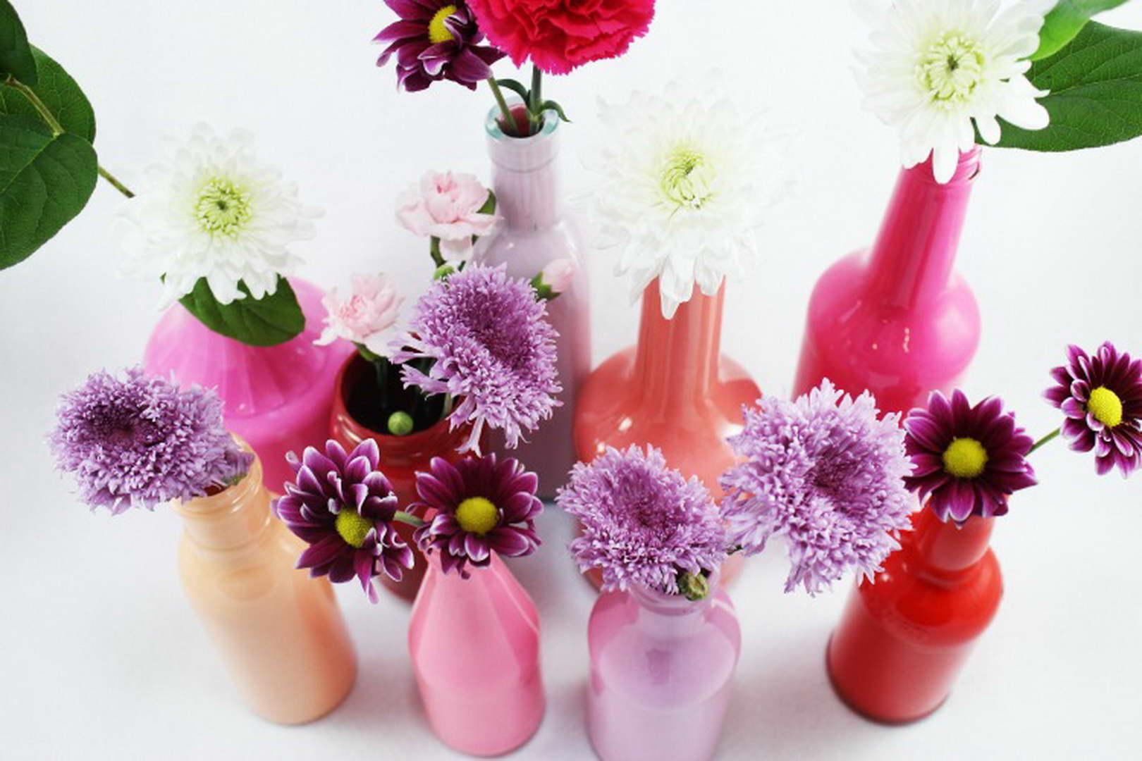 színes festett üveg váza húsvétra