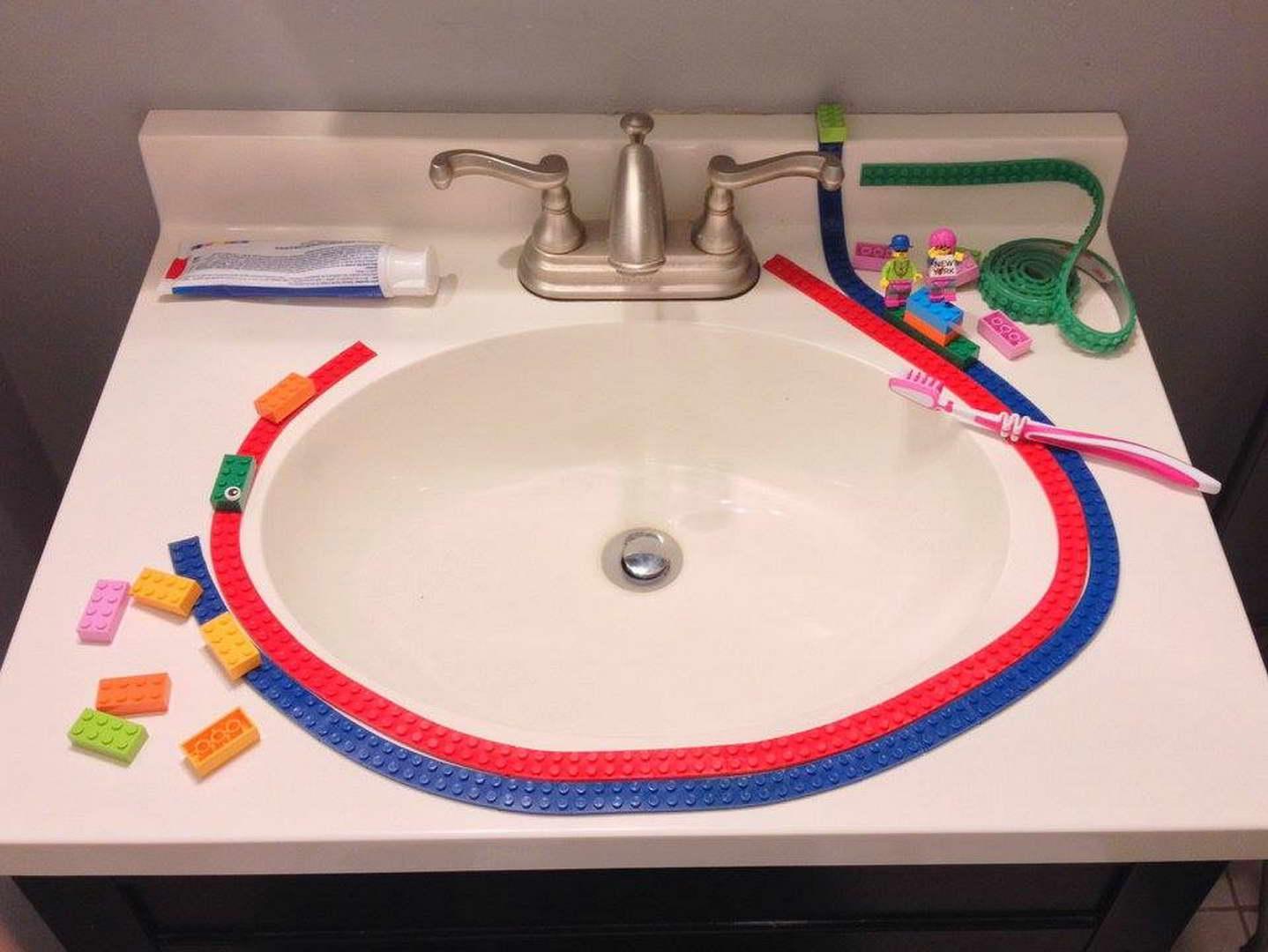 LEGO ragasztószalag mosdóra