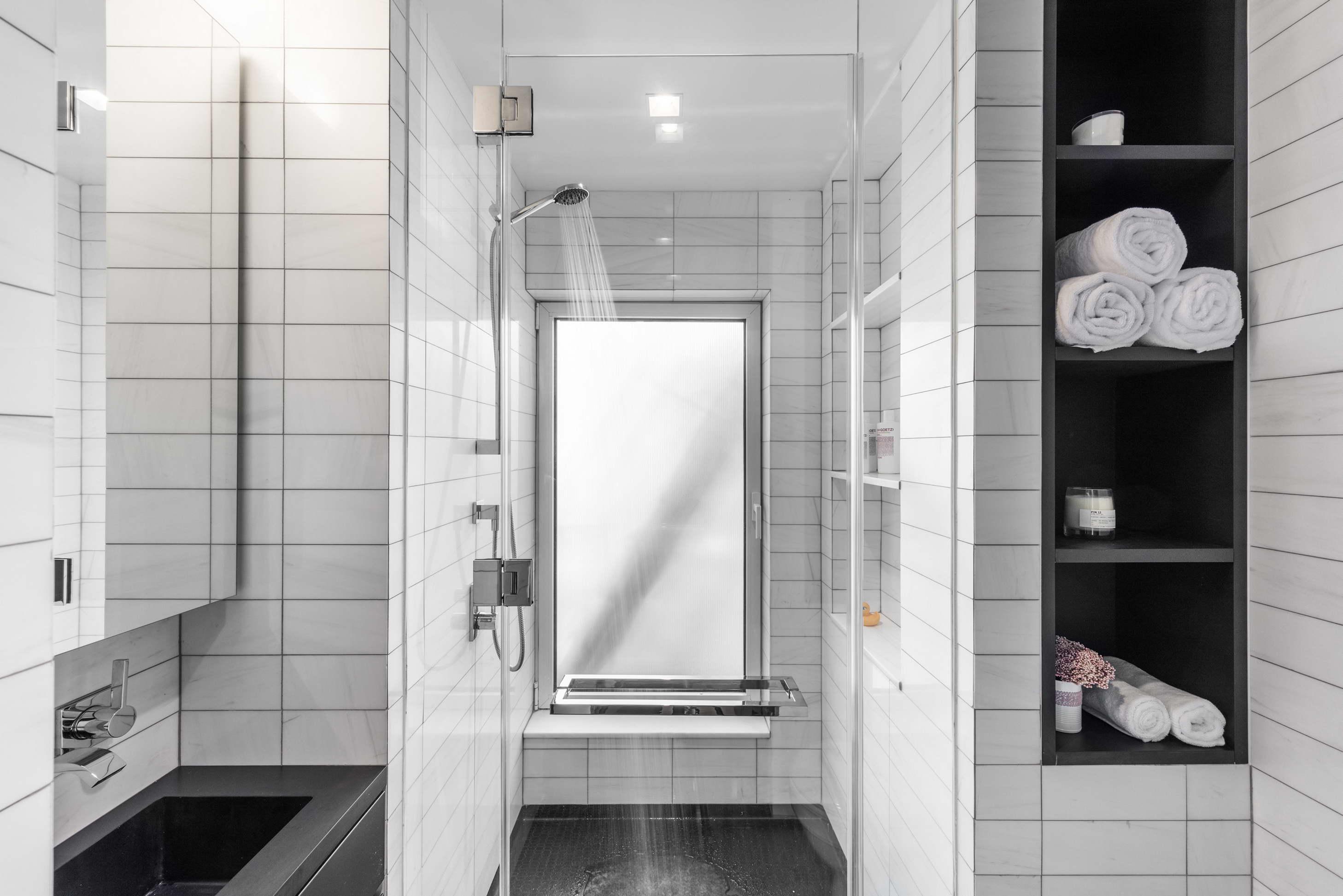 mikrolakás multifunkciós berendezése - fürdőszoba