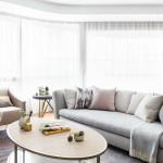 kis legénylakás - nappali , olvasó sarok és nagy kanapé
