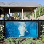 konténer-medence a kertben