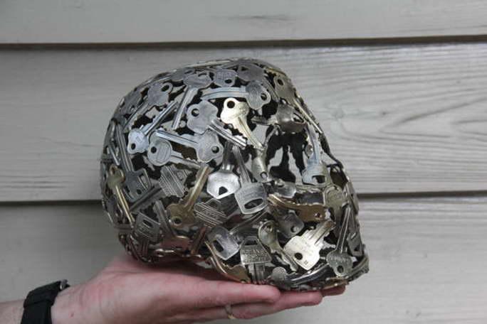 régi kulcs és pénz, érme alkotások - koponya