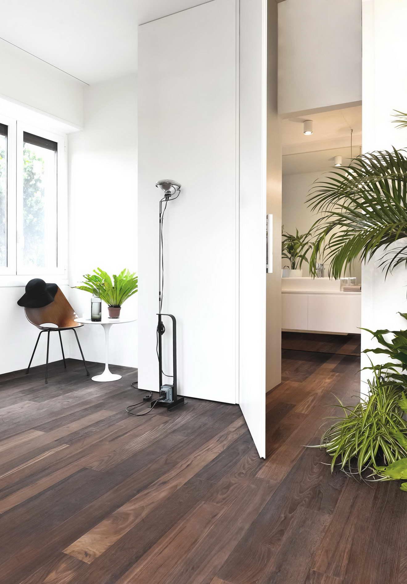 kreatív lakás fürdőszoba szekrénybe rejtve