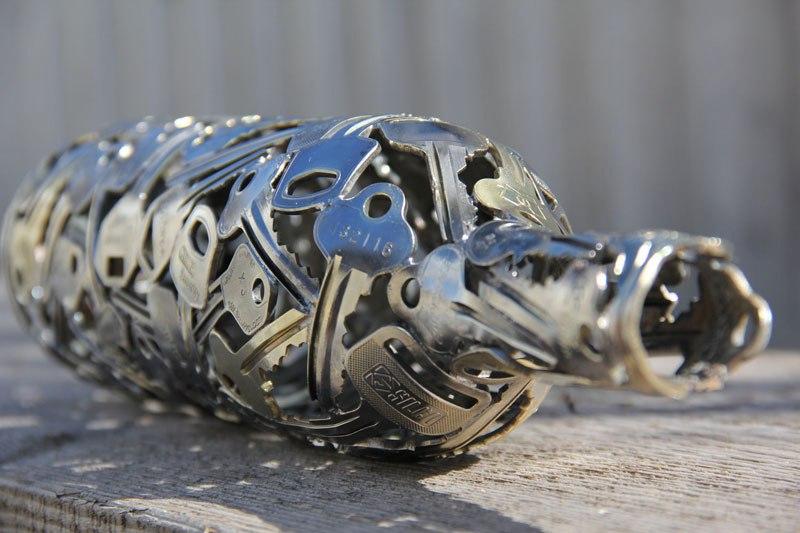 régi kulcs és pénz, érme alkotások - borosüveg