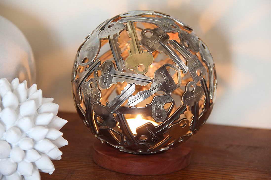 régi kulcs és pénz, érme alkotások - gömb lámpa