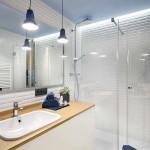 tengerparti nyaraló - városi kis lakás - fürdőszoba