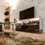díjnyertes lakás - nappali szőnyeg és tükrös tévé állvány