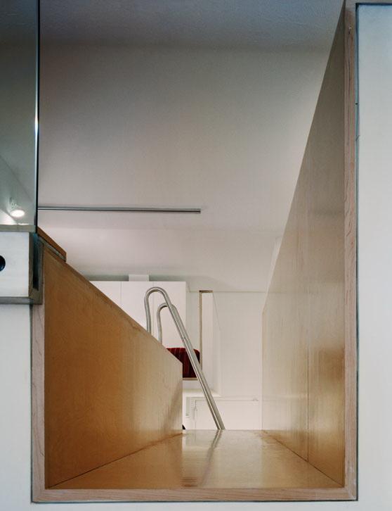 kis lakás üveg fal és korlát