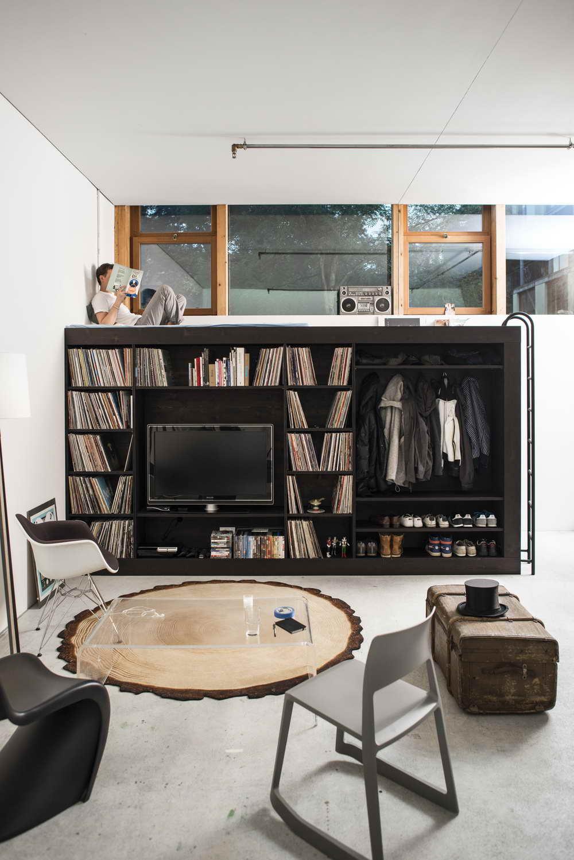 kis lakás központi beépített bútor