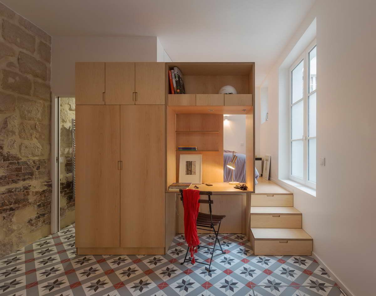 kis lakás játékos fal és padló