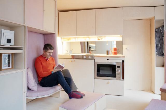 kis lakás kanapé nélkül ülő felület