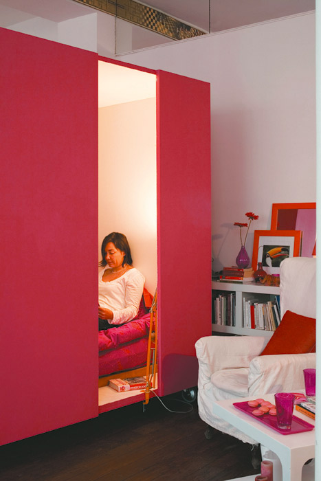 kis lakás színes háló kuckó