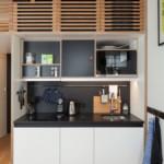 kis lakás mozgatható lépcső és nyitható roló panelek